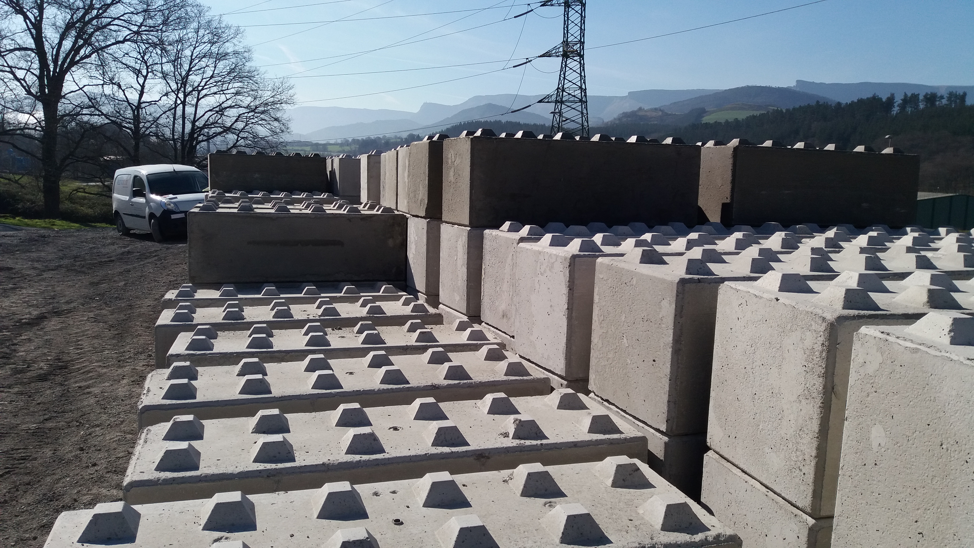 Bloques de hormigon para muros interesting moldes para - Bloques para muros ...